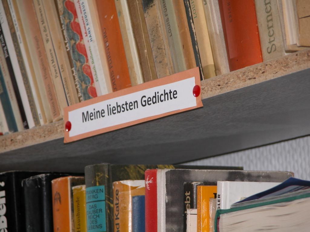 """Foto von Andreas Schrock Logo für den Veranstaltungshinweis: """"Lesen & Schreiben"""" / Foto: """"Meine liebsten Gedichte"""" von Andreas Schrock"""