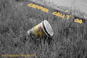 Coffee2go Becher auf der Wiese