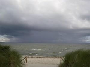 Dies ist ein Foto von smt - Lubmin am Strand - mit einem Ausblick auf Himmel und Meer.