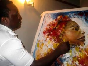 Der Maler Silas Malack bei der Arbeit an einem Porträt