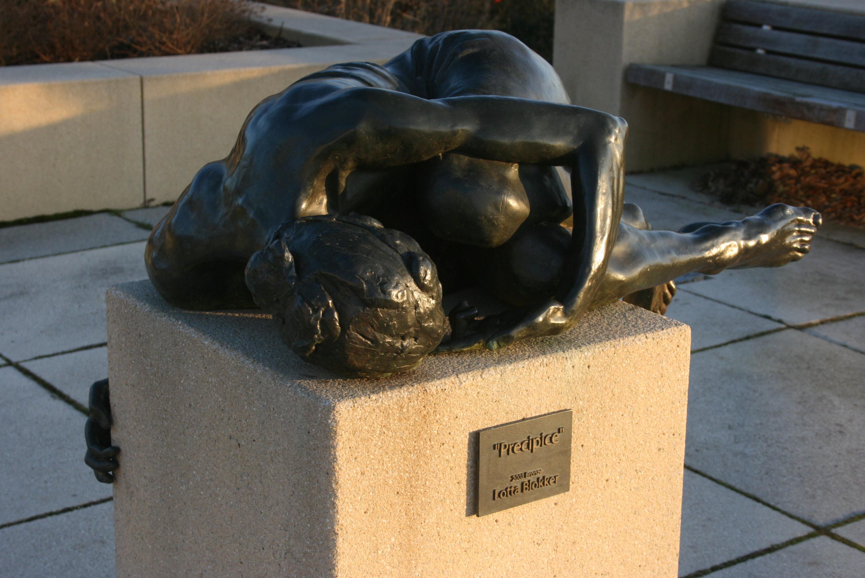 Foto:Skulptur (liegend) von Sibyll Maschler